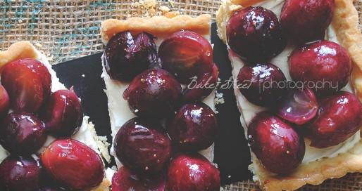 Pastel de mascarpone y uvas asadas