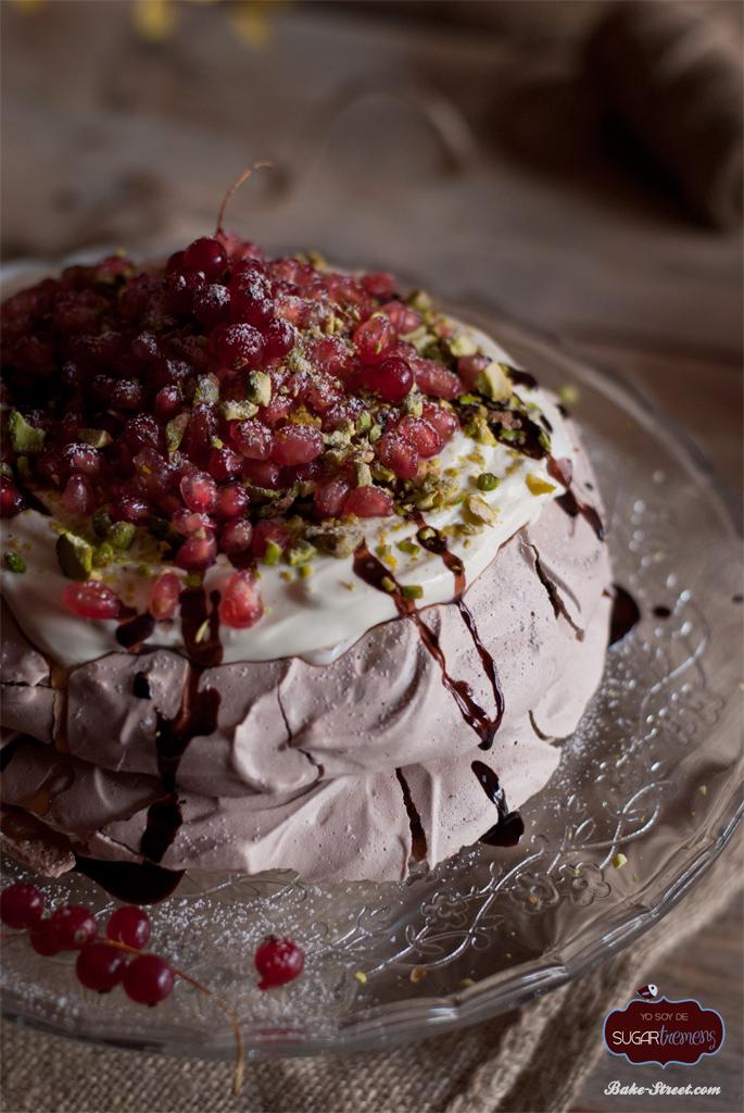 Pavlova de chocolate con mascarpone y granada